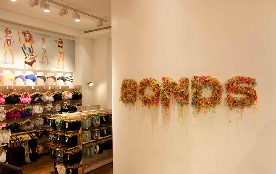 bonds store design 7