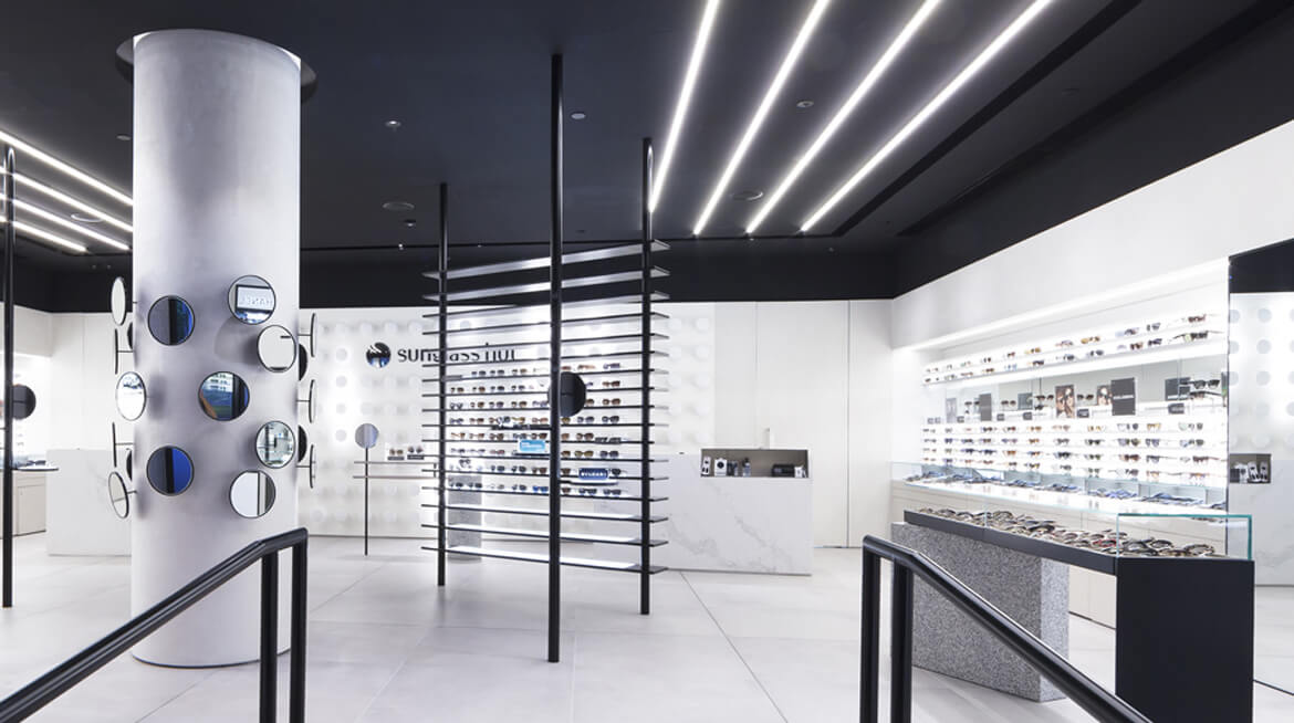 sunglass hut shop design 6